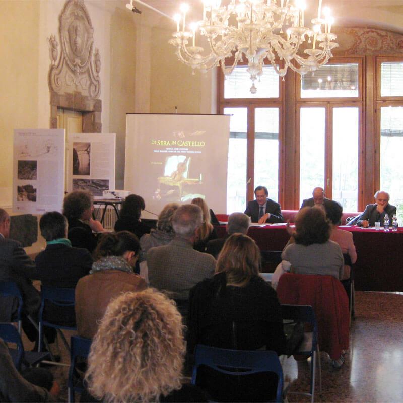 di sera in Castello conferenza stampa 2013